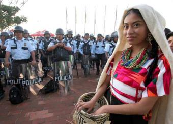 Partipante_festival_indigena_Guelaguetza_llega_recinto_celebra_ayer_Oaxaca